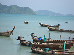 Longtail Boote vor Koh Lone Thailand